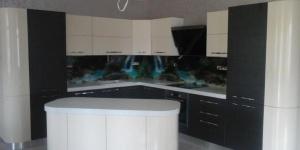 Огъната кухня
